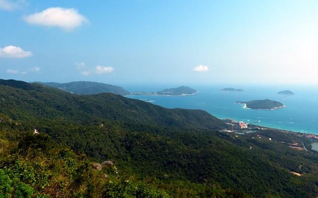 """海南岛地处热带,香水菠萝产自海南三亚,热带季风气候,素来有""""天然"""